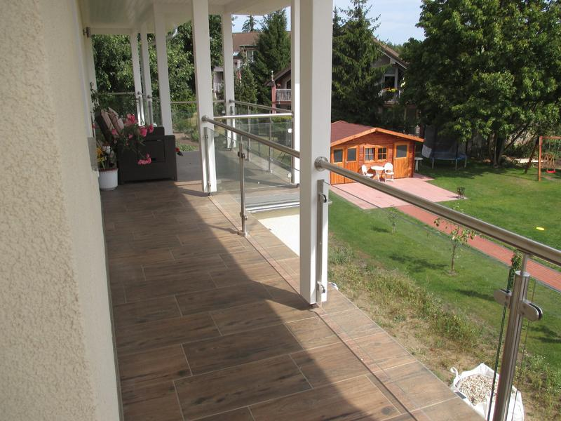 Balkon und Balkongeländer
